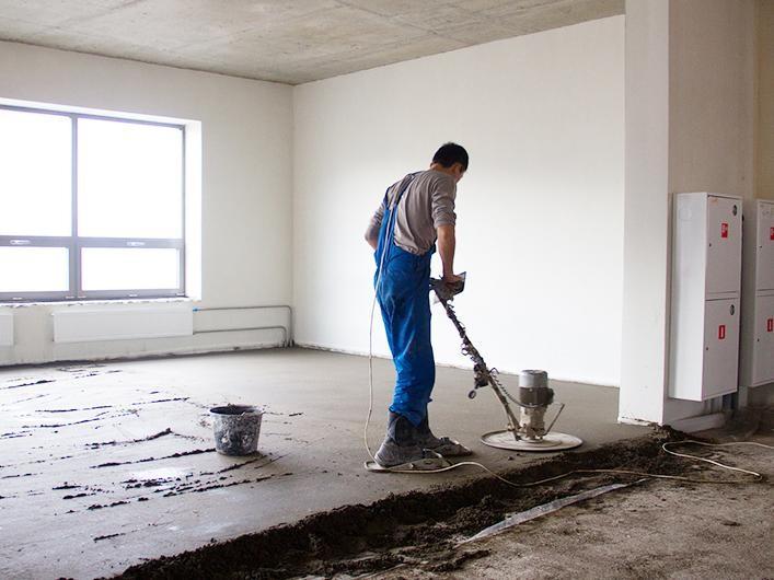 Полусухая стяжка бетона штукатурка стен цементным раствором в ванной
