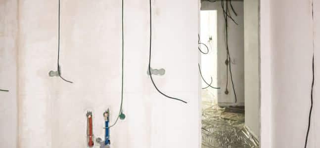 Штукатурка стен 165 м² и стяжка пола 54 м² в квартире
