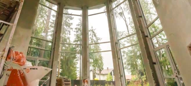 Штукатурка стен и стяжка пола в доме 560 м²